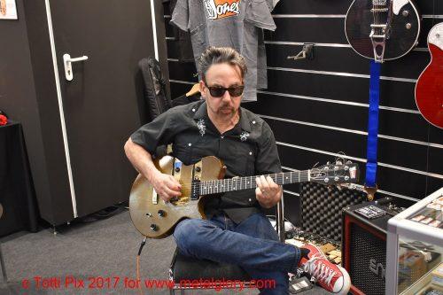 Chris Casello - A Real Cool R´n´R Guitarman (1)