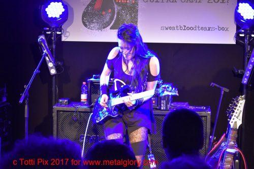 Jen Majura in the camp-box (2)